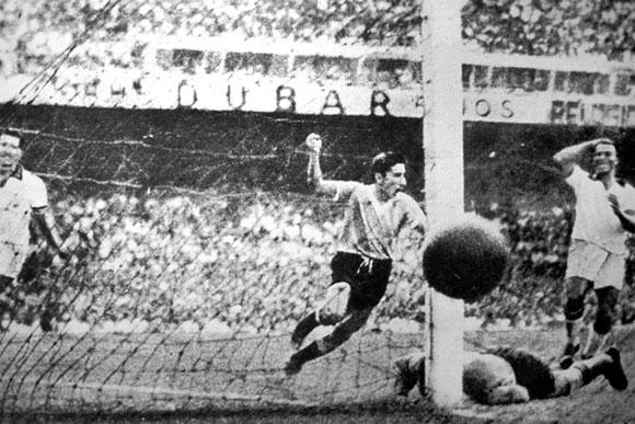 El ex futbolista uruguayo, Juan Carlos González, ex jugador del Peñarol y ex integrante de la Selección Nacional que ganó el Campeonato del Mundo de 1950 con el famoso 'Maracanazo'. Foto: AP