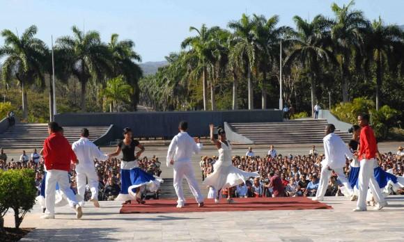 Gala en homenaje a la Heroína del II frente Vilma Espín por su 80 Cumpleaños, en el Mausoleo a los Mártires del II frente en Mayarí Arriba, provincia de Santiago de Cuba, el 7 de Abril de 2010. AIN Foto: Miguel RUBIERA JUSTIZ