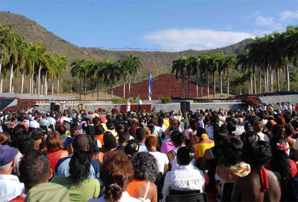 Gala en homenaje a la Heroína del II frente Vilma Espín por su 80 Cumpleaños, en el Mausoleo a los Mártires del II frente en Mayarí Arriba, provincia de Santiago, el 7 de Abril de 2010. AIN Foto: Miguel RUBIERA JUSTIZ
