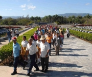 Una ofrenda floral en nombre de los pobladores del II Frente fue dedicada a Vilma Espín por su 80 cumpleaños, en el Mausoleo a los Mártires del II frente en Mayarí Arriba, provincia de Santiago de Cuba, el 7 de Abril de 2010. AIN Foto: Miguel RUBIERA JUSTIZ