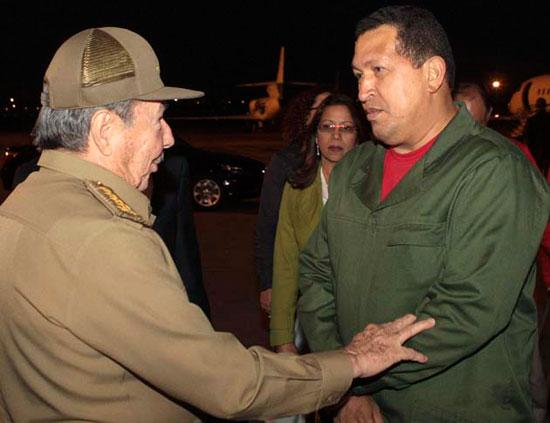 Raúl recibe a Chávez