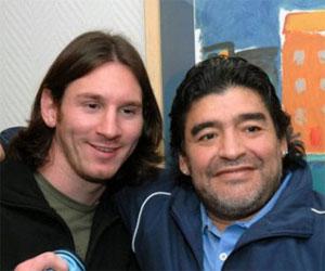 Messi (I) y Maradona (D)