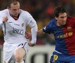 Messi y Rooney en un mano a mano
