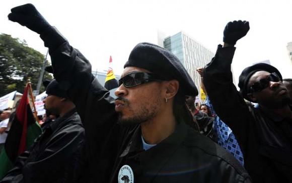 Manifestación neonazi en Los Ángeles terminó en una trifulca. Foto: AFP