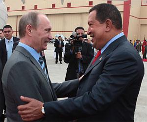 El presidente de Venezuela Hugo Chávez recibe en Caracas al primer ministro ruso Vladimir Putin.