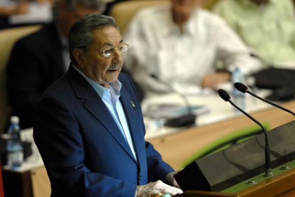 Ra�l Castro en el Congreso de la UJC