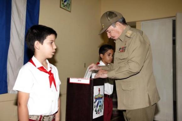 Raúl ejerce su derecho al foto Foto: Raúl Abreu/AIN