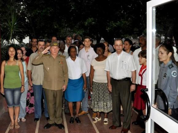 El presidente cubano, General de Ejército Raúl Castro, fue el primer elector en votar en el Colegio Electoral No. 1 de la Circunscripción 107, del Distrito Electoral No.1 del municipio Plaza de la Revolución, en los comicios electorales para elegir a los delegados a las Asambleas Municipales del Poder Popular. AIN FOTO/Raúl Abreu