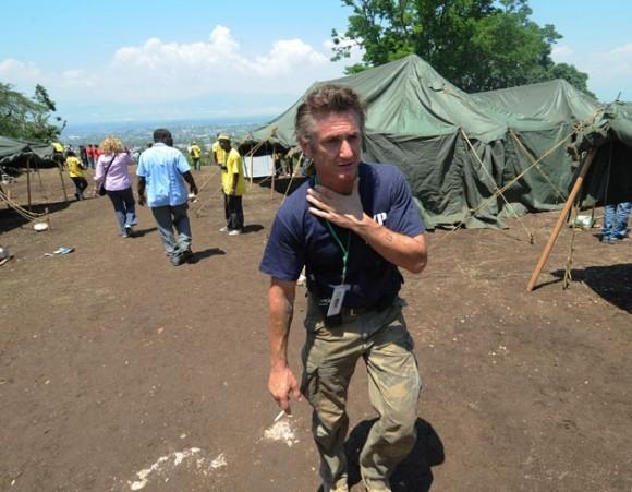 Sean Penn en Haití. Foto: AFP
