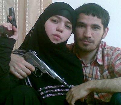 Dzhennet Abdurajmánova, junto con su compañero sentimental, Umalat Magomedov, abatido en 2009 por la policía.