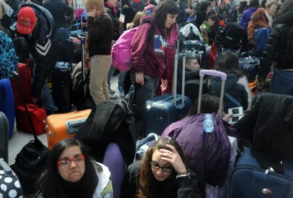 Congestión en aeropuertos de Europa por volcán en Islandia. Foto: AFP
