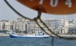 La nave de investigación Princess Duda aparece anclada en el puerto de Alejandría, Egipto, el martes 25 de mayo del 2010. Un equipo internacional de buzos explora las ruinas sumergidas de un palacio y un templo desde donde gobernó Cleopatra (AP Foto/Ben Curtis)