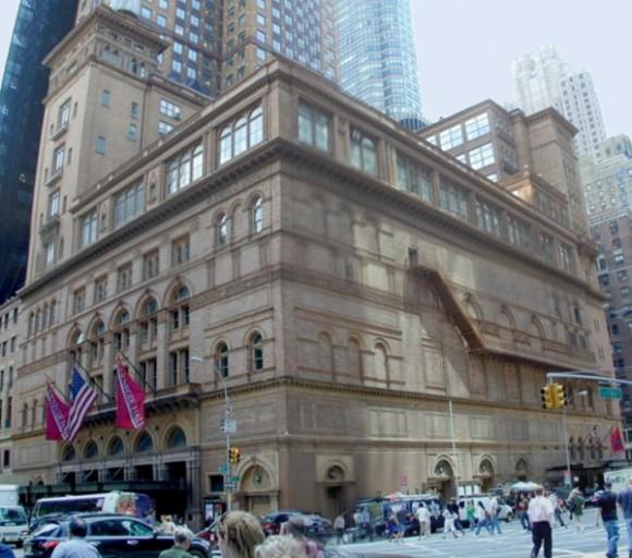 El Carnegie Hall es una sala de conciertos en Manhattan, Nueva York. Es uno de los sitios ilustres de los Estados Unidos tanto para los músicos clásicos como para los populares, famoso no sólo por su belleza e historia, sino por su extraordinaria acústica. Está ubicado entre la Séptima Avenida y la Calle 57, a dos manzanas de Central Park.