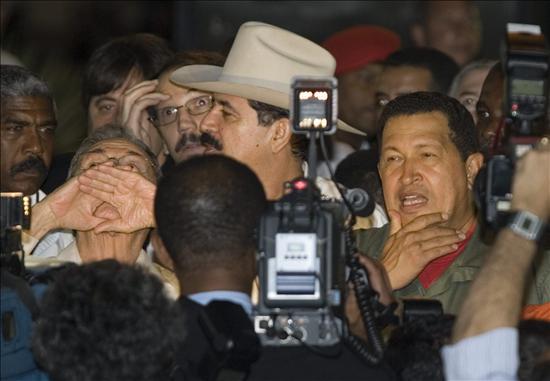Hugo Chávez y Manuel Zelaya. Foto de Archivo