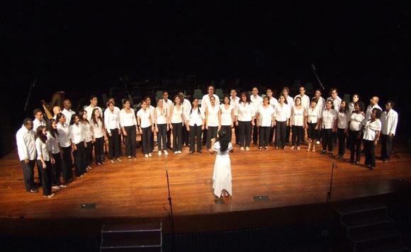 Coro Nacional de Cuba, en el Concierto Inauguración Cubadisco 2010. Foto: Marianela Dufflar / Cubadebate