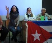 De derecha a izquierda: Luisa Cuevas, de la Coordinadora de Solidaridad con la Isla , Rosa Miriam Elizalde, editora de Cubadebate y Lázaro Mora, académico cubano.