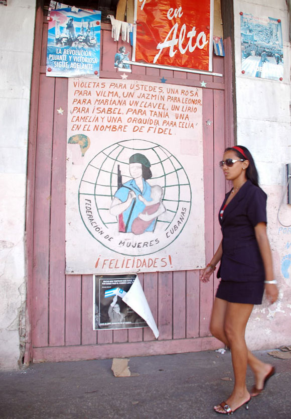 Edificio en la Calle Infanta, La Habana, Cuba. Foto: Kaloian