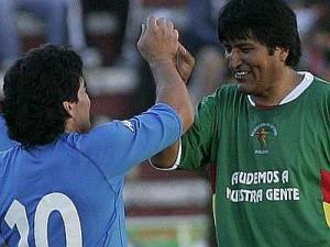 Diego Maradona y Evo Morales en la Paz