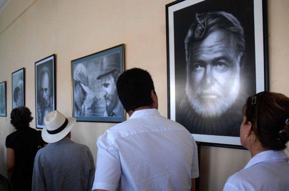 """Inauguración de la exposición """"Hemingway, Fidel y Cojimar"""", en la Terraza de Cojimar, en Ciudad de La Habana, el 12 de mayo de 2010, celebrando el aniversario 50 del encuentro de Fidel y Ernest Hemingway. AIN Foto: Marcelino VAZQUEZ HERNANDEZ"""