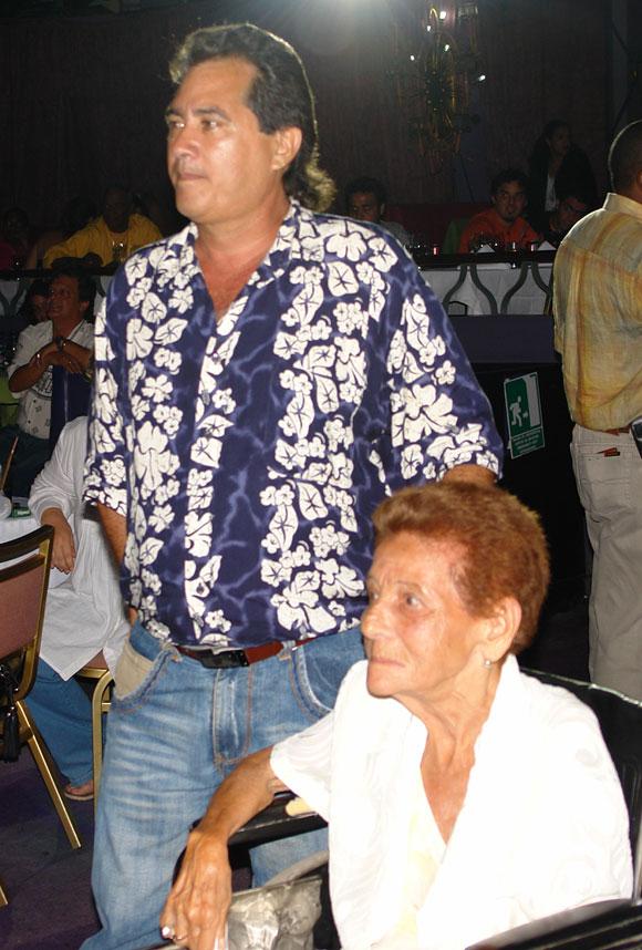 Jesusito le cantó a Celina en su homenaje. Foto: Marianela Dufflar