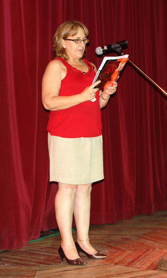 Ela Ramos, gerente general de Bis Music, dedicó unas palabras a los artistas nominados y anunció el homenaje que le hiciera el sello Bis Music a la Reina de la música campesina Celina González