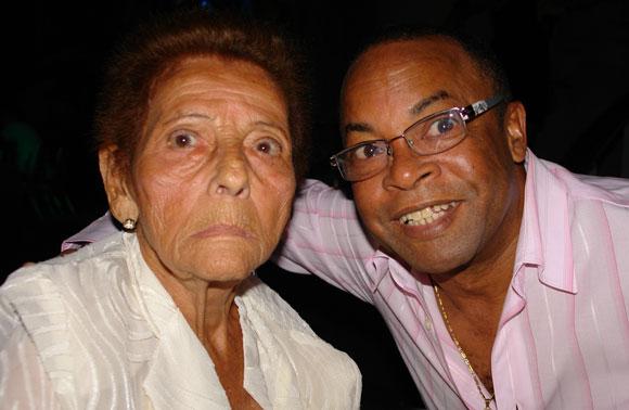 Celina González y Adalberto Álvarez en el homenajes que se le hiciera a Celina por el sello Bis Music. Foto: Marianela Dufflar