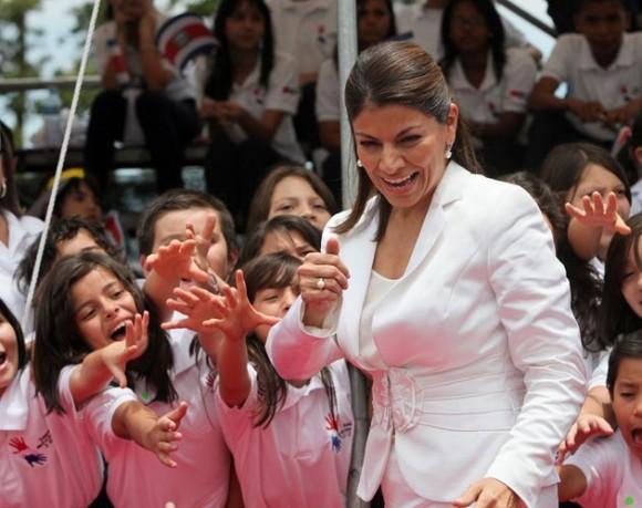 Laura Chinchilla jura como la primera Presidenta de Costa Rica. Foto: AFP