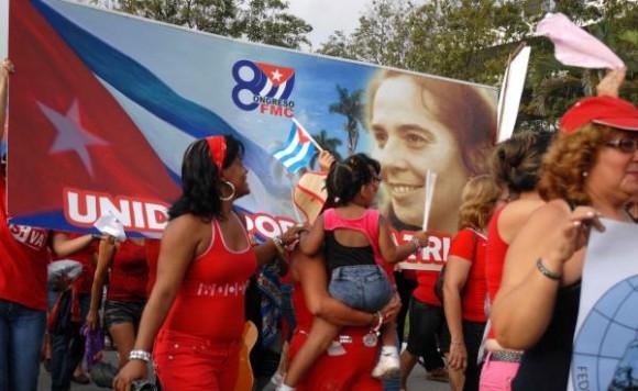 20100501OAS_06 Desfile del pueblo espirituano con motivos al Día Internacional de los Trabajadores, en Sancti Spíritus, Cuba, el 1 de Mayo de 2010. AIN FOTO/Oscar ALFONSO SOSA/