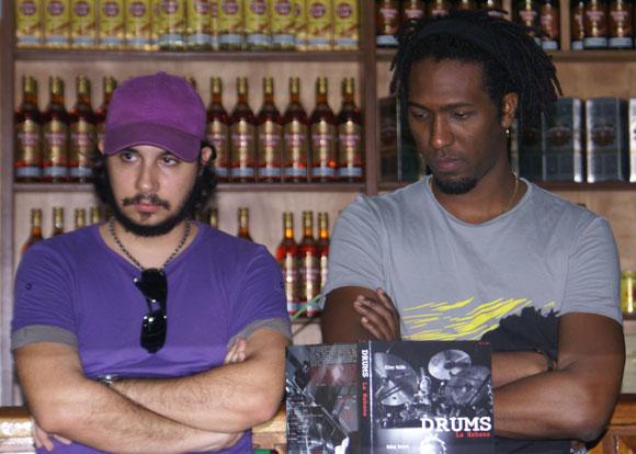 Oliver Valdés (I) y Rodney Barreto (D) en la presentación del CD-DVD Drums La Habana. Foto: Marianela Dufflar / Cubadebate
