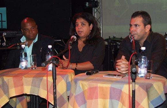 Presentación del CD de Waldo Mendoza en el Café Catante del Teatro Nacional. Foto: Marianela Dufflar / Cubadebate