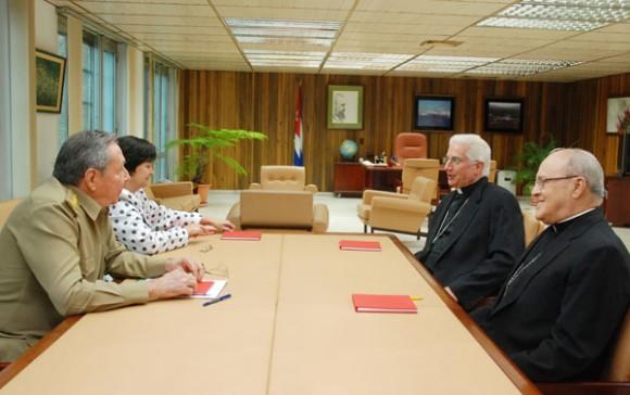 Se reúne Raúl con autoridades de la Iglesia Católica. Foto: Raúl Abreu