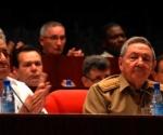 Raúl Castro Ruz (Der), Presidente de los Consejos de Estado y de Ministros de Cuba, y Orlando Lugo Fonte, presidente de la Asociación Nacional de Agricultores Pequeños (ANAP) ,durante la sesión plenaria del X Congreso de esta organización campesina, La Habana, Cuba, el 16 de mayo de 2010. AIN/FOTO Oriol de la Cruz Atencio