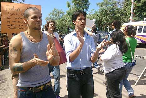 """René Pérez """"Residente"""" del grupo Calle 13, indicó que """"vine para dejarle saber a los estudiantes que no están solos."""