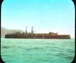 El Crucero Vizcaya, parcialmente sumergido en la Bahía de Santiago de Cuba.
