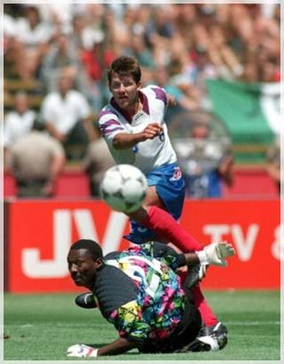Oleg Salenko, delantero ruso, el que más goles ha logrado en un partido mundialista