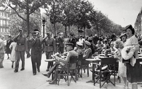 Alemanes en París en 1940