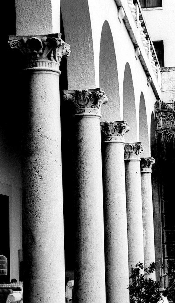 Columnas, de Liborio Noval: Hotel Nacional de Cuba.