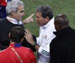 Domenech terminó su infausto paso por la Copa increpando a Parreira