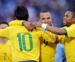 Sociedad Kaká-Robinho-Luis Fabiano le rinde a Brasil