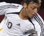 Mesut Ozil ya es pretendido por el Barcelona y el Inter