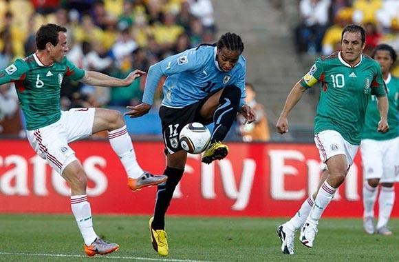 México vs Uruguay en la Copa Mundial de Fútbol, Sudáfrica 2010. Foto: Reuters