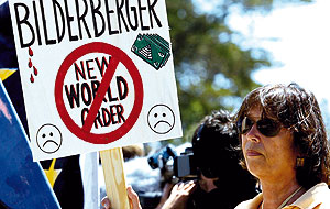 Cientos de activistas se reunieron en Sitges para portestas contra la reunión
