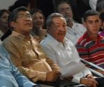 """El General de Ejercito Raúl Castro Ruz (CD), presidente de los Consejos de Estado y de Ministros de Cuba, asistió a el Culto Conmemorativo por el """"X Aniversario del regreso de Elian a la Patria"""", a su lado Elian González (D), el Reverendo Marcial Miguel Iglesias (CI), presidente del Consejo de Iglesias de Cuba (CIC), y Esteban Lazo Hernández (I), vicepresidente del Consejo de Estado, en la Catedral Episcopal, en Ciudad de La Habana, el 30 de junio de 2010. AIN FOTO/Marcelino VAZQUEZ HERNANDEZ"""