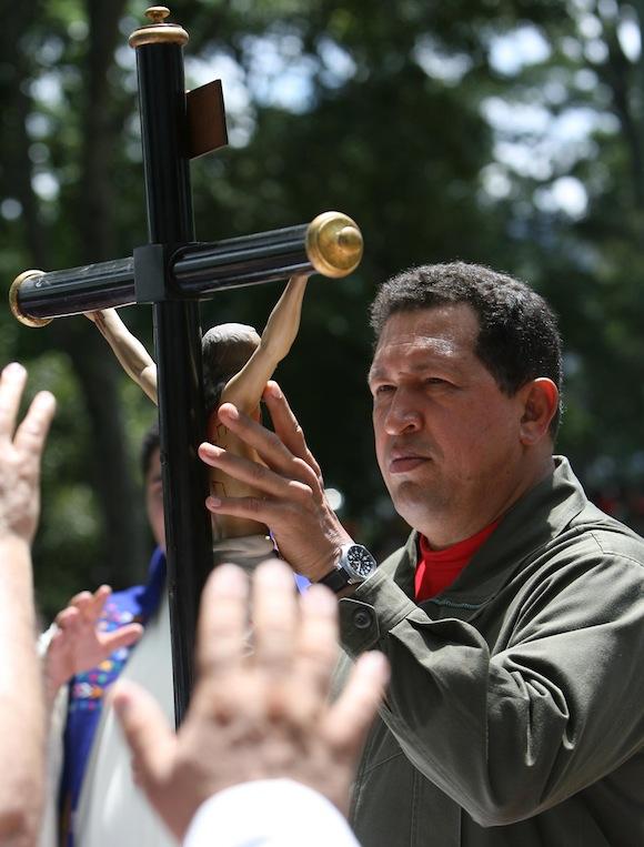 Hugo Chávez en ceremonia religiosa
