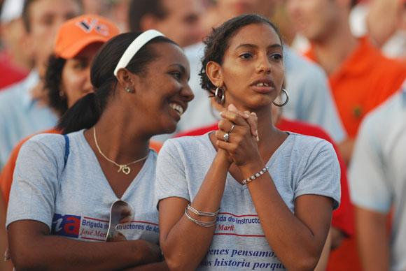 Los jóvenes también celebraron en Santa Clara el Acto por el día de la Rebeldía Nacional. Foto: Roberto Ruiz Espinosa