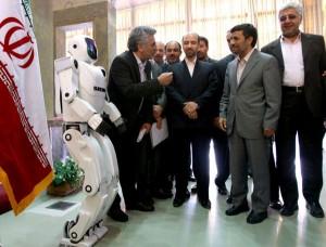 Ahmadineyad comparte con los creadores del robot iraní Surena