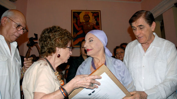 "Alicia Alonso recibe premio ""Pablo de la Torriente Brau"""