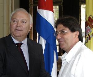 Bruno Rodríguez Parrilla, ministro de Relaciones Exteriores y Miguel Ángel Moratinos, titular de Asuntos Exteriores y de Cooperación del Reino de España