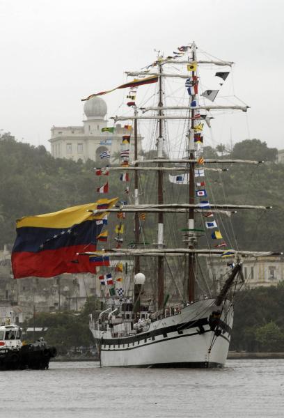 """El buque escuela venezolano """"Simón Bolívar"""" llega a La Habana"""