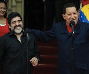 MAradona y Chávez durante una visita que el 10 hizo a Venezuela en el 2010. Foto: Archivo de Cubadebate